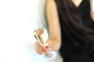 ワインを飲む女性.jpg
